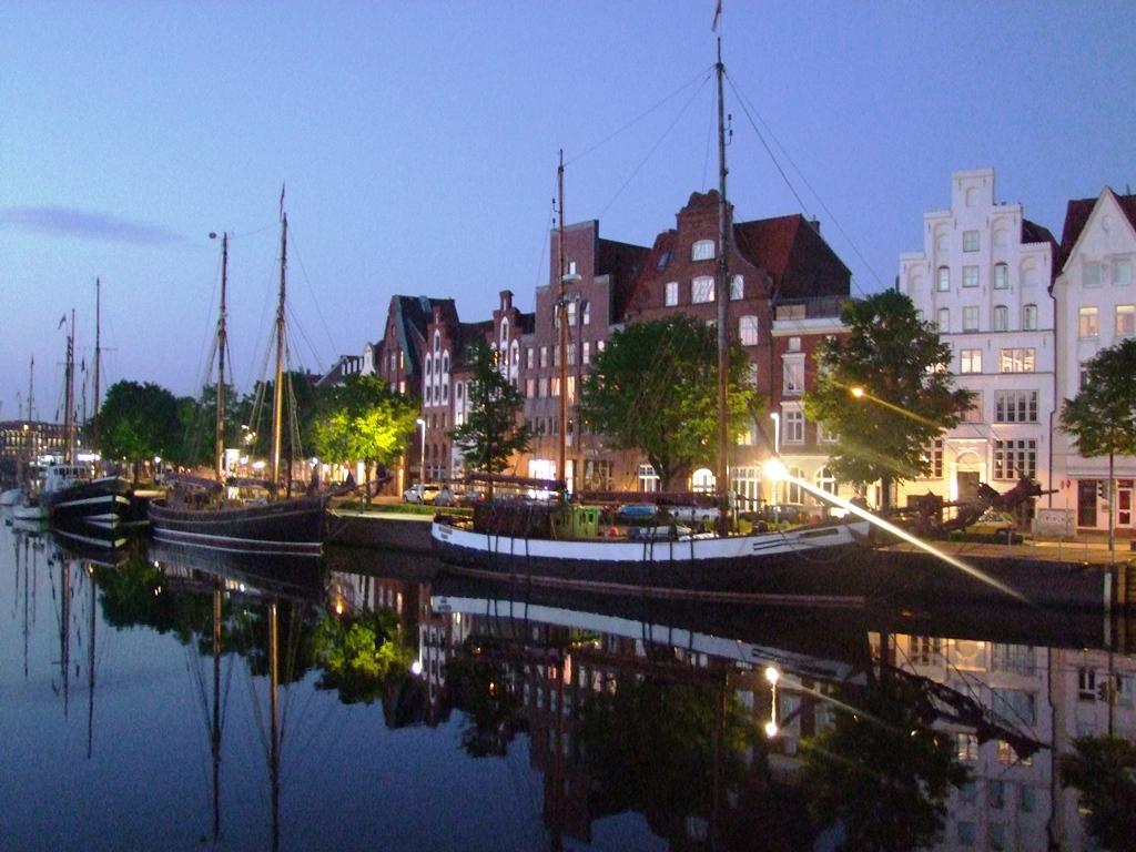 A la tombée de la nuit nous quittons Lübeck vers Travemünde