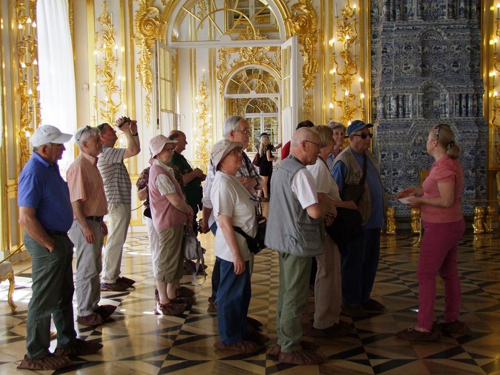A l'intérieur, notre guide Zvetlana nous raconte l'histoire du palais