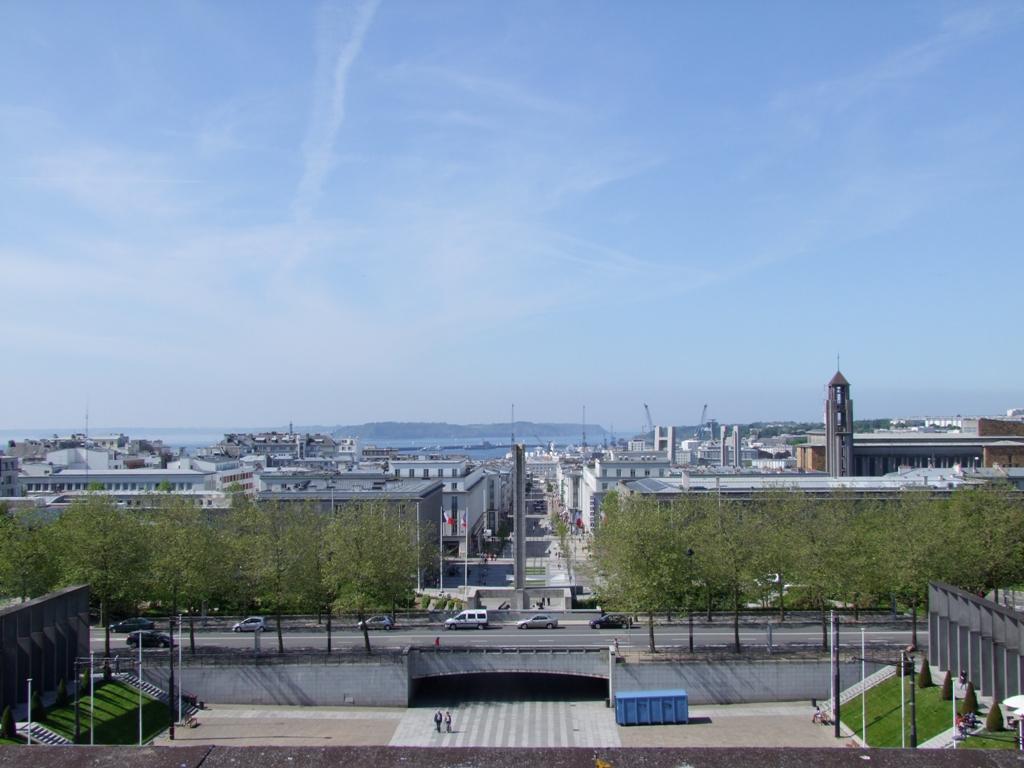 Belle-vue-souvre-sur-le-rade-de-Brest-depuis-la-térrasse-de-la-mairie