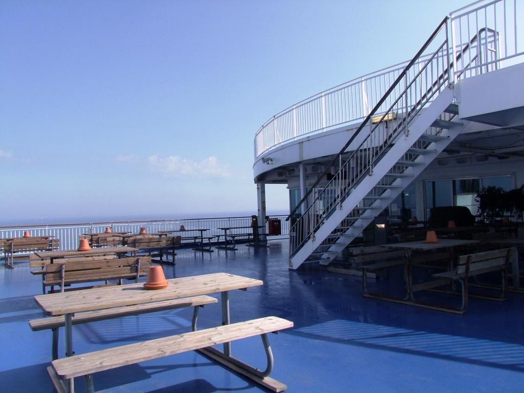 Il fait beau, profitez du soleil sur la terrasse du bateau Finnlines