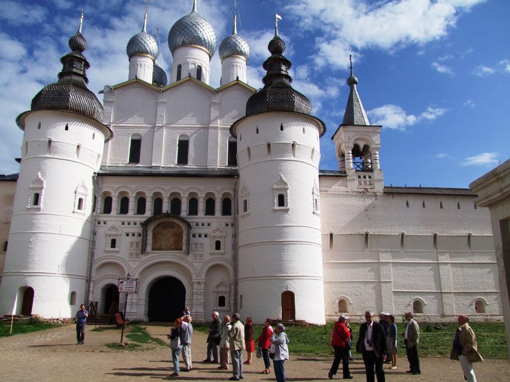 L'entrée au Monastère de la Sainte-Trinité de Serguiev Possad