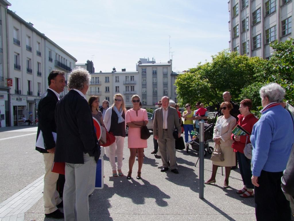Monsieur le maire fait connaissance avec les participants