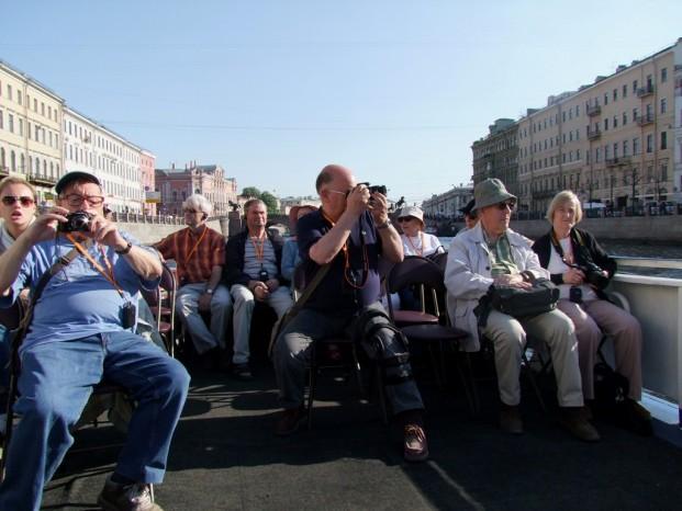 Nous quittons Peterhof sur un hydroglisseur