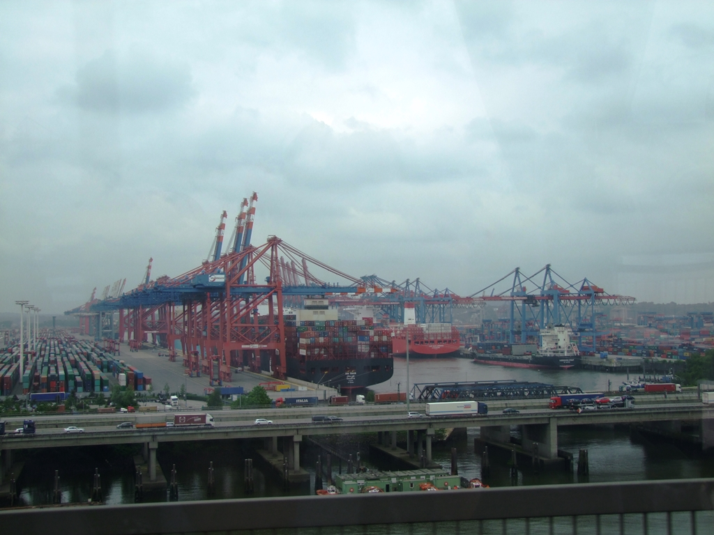 Port de container, à l'entrée à Hambourg.