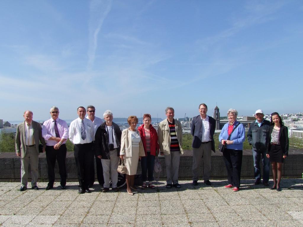 Première photo du groupe avec les participants au départ de Brest