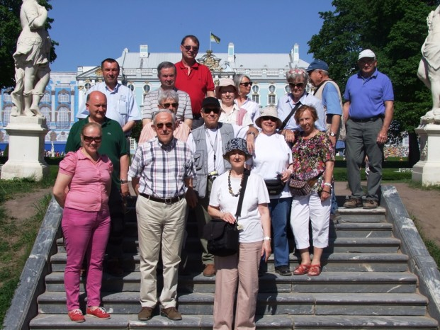 Une photo groupe en souvenir  du Palais Pouchkine.