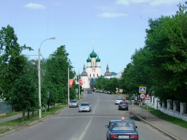Vers le Kremlin de Rostov