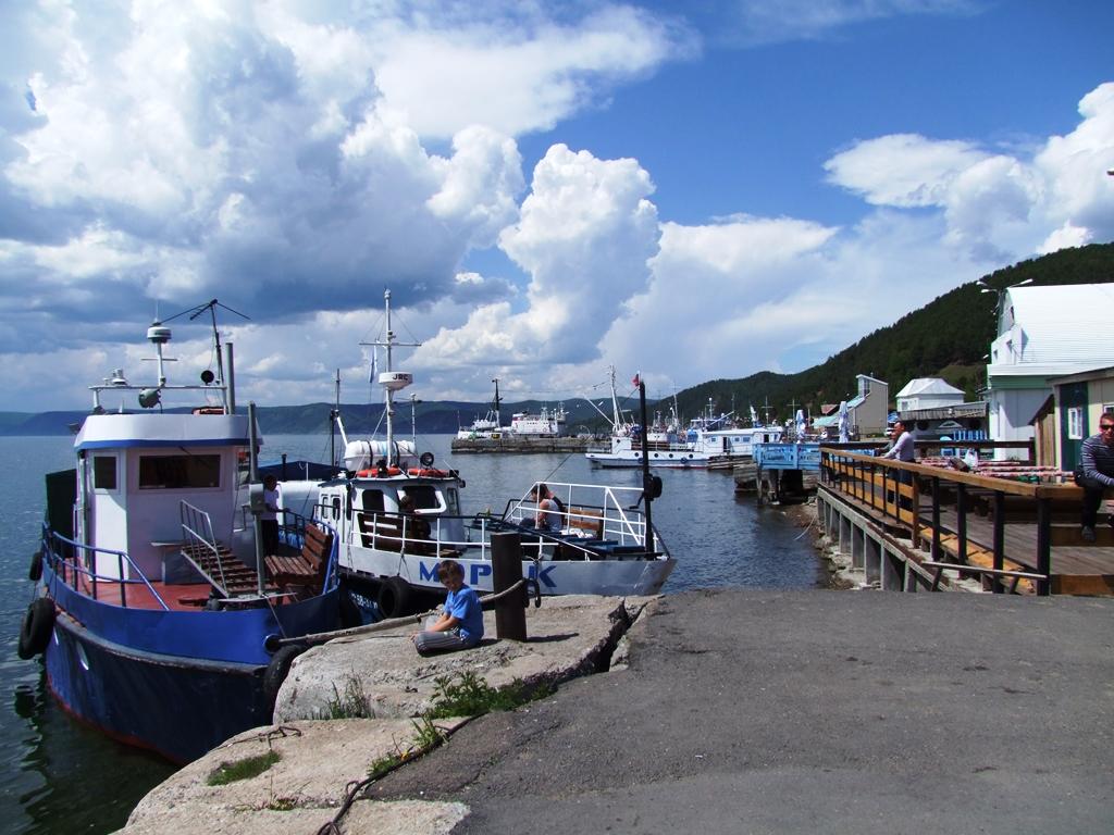 Au port du lac Baïkal.