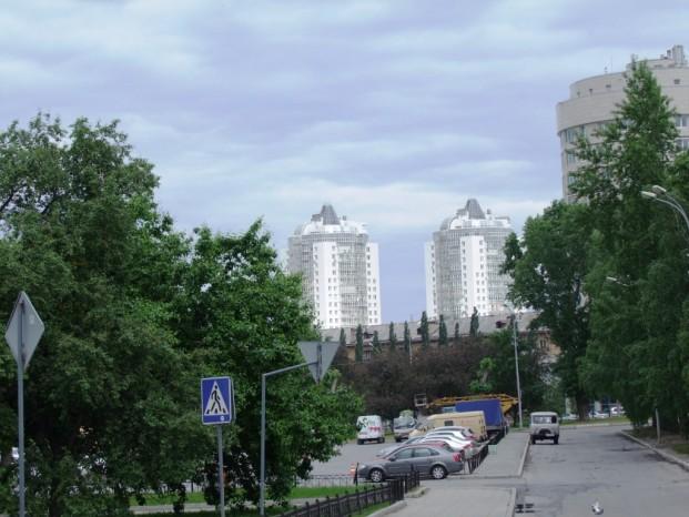 Dans la rue d'Ekaterinbourg, au fond les batiments minicipaux.