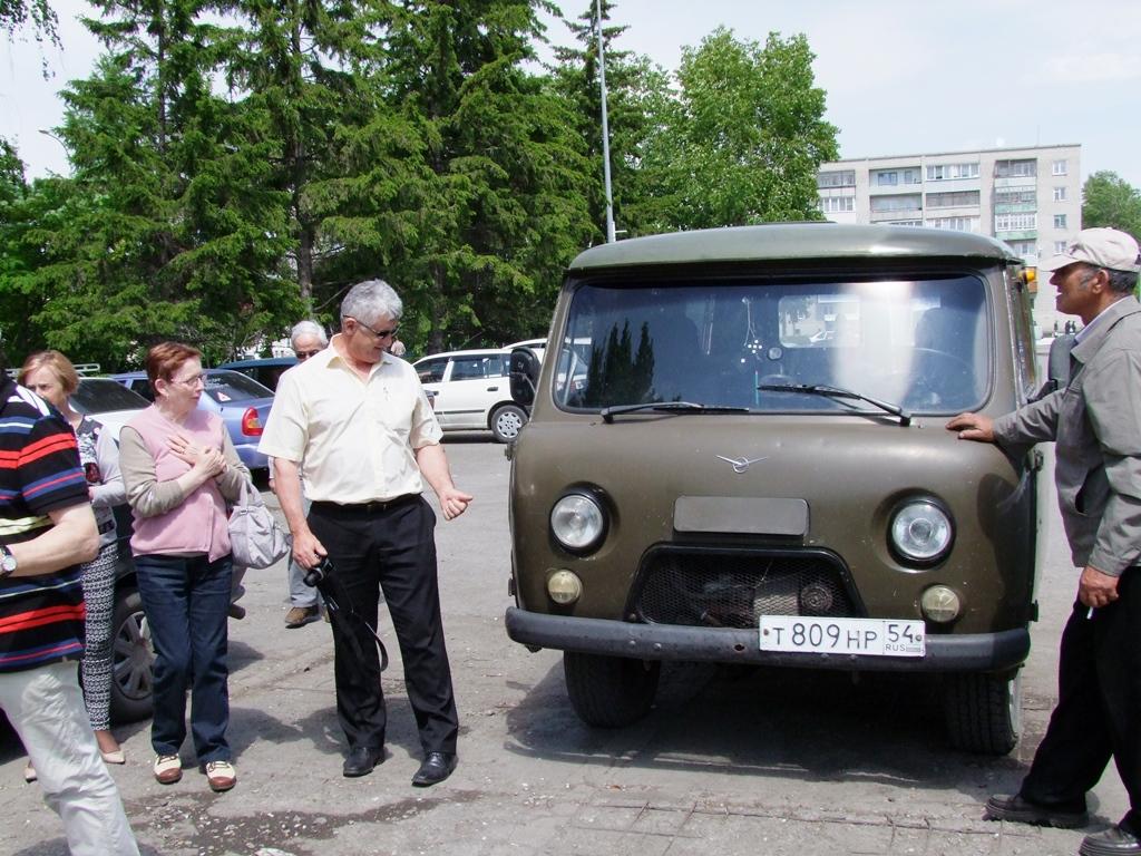 Jean Pierre intéressé par minibus UAZ.
