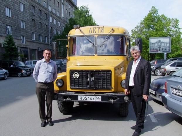 KAVZ pour la transportation des enfants, Jean Pierre et Jean Yves font connaissance avec ce nouvel équipement.