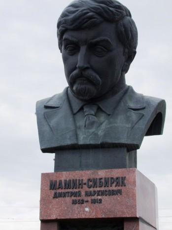 L'écrivain de la Sibérie Mamine-Sibiryak.