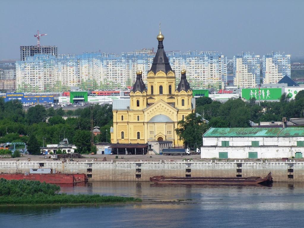 La cathédrale Alexandre Nevsky vue de la Volga.