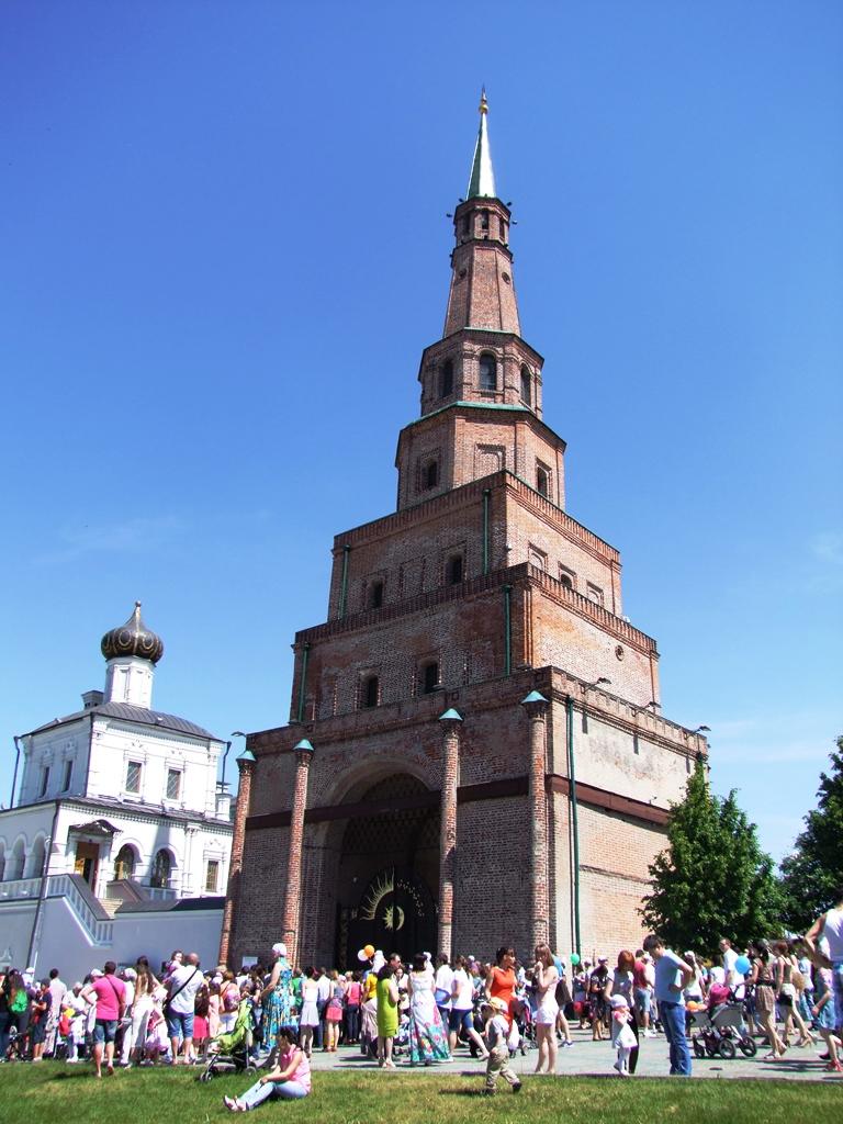 La tour Suyumbike, qui est parfois nommée Souïoumbika, Souïoumbiki, Soyembika.