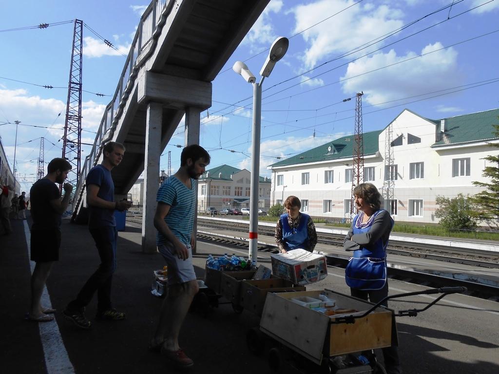L'arrêt à la station Kansk prévu pour 20 min.