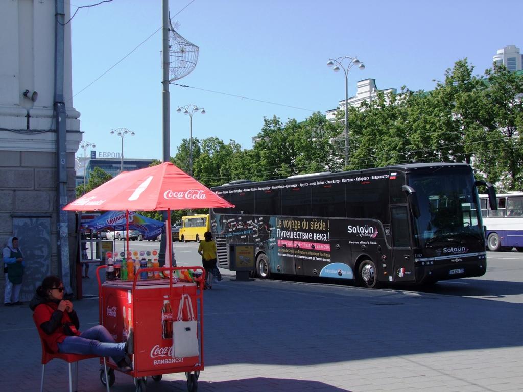 L'autocar du voyage du siecle à Ekaterinbourg.