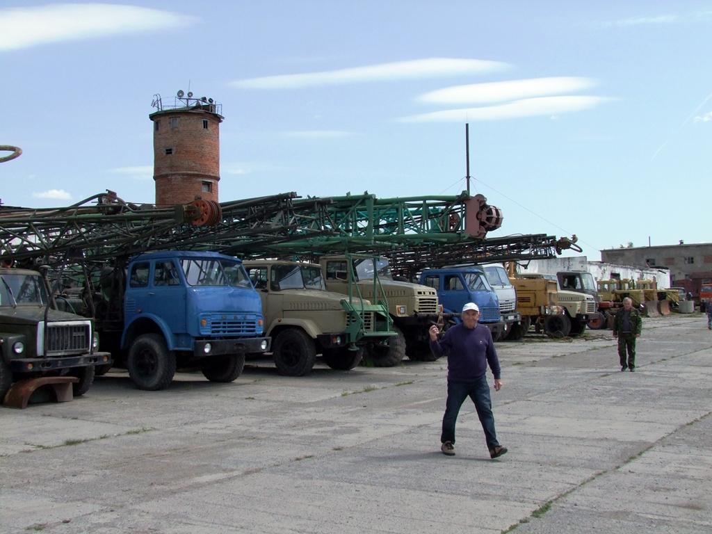Le parking de camions et tracteurs.