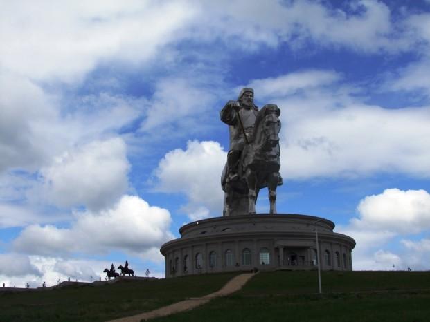 La statue Gengiz Khan inauguré à son 800 eme anniversaire.