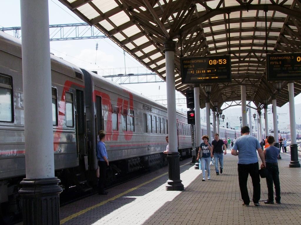 Le train que nous prenons est au sixième quai.