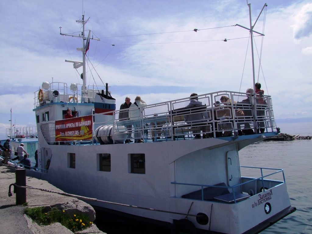 L'embarquement pour une promenade sur le lac Baikal.