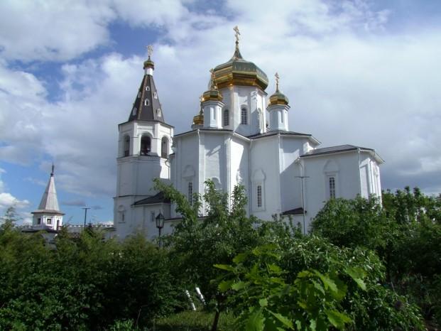 Les coupoles du monastère de la Sainte-Trinité.