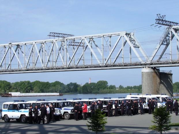Les escadrons de police se préparent à l'intercession du service.
