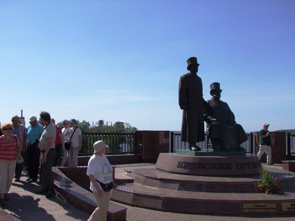 Monument aux premiers armuriers.2