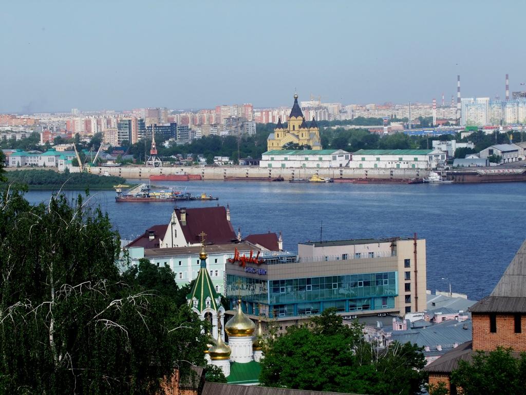 Nijniy Novgorod avec La cathédrale Alexandre Nevsky, vue de la Volga,