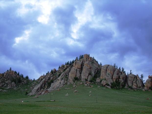 Nous sommes à 1550 m d'altitude, les grands rochers nous entourent.