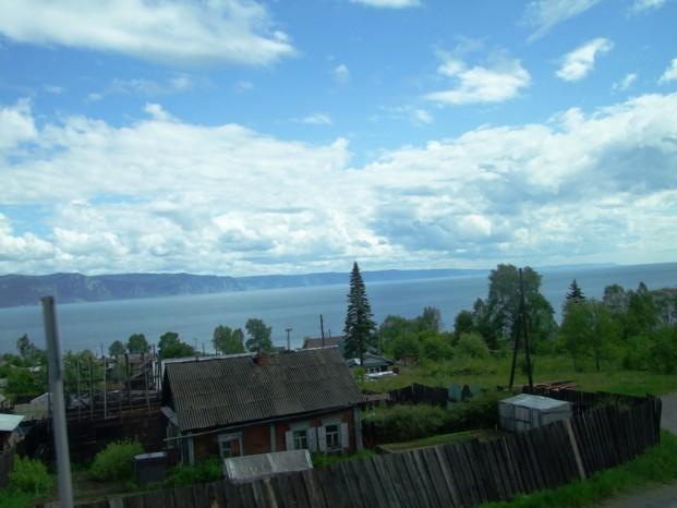 Sur la route qui longe rive sud du lac Baïkal