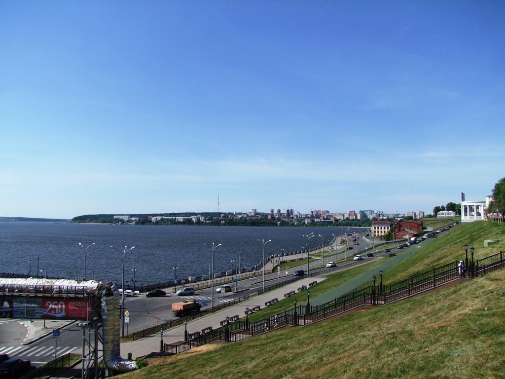 Vue sur la fleuve Kama d'Ijevsk